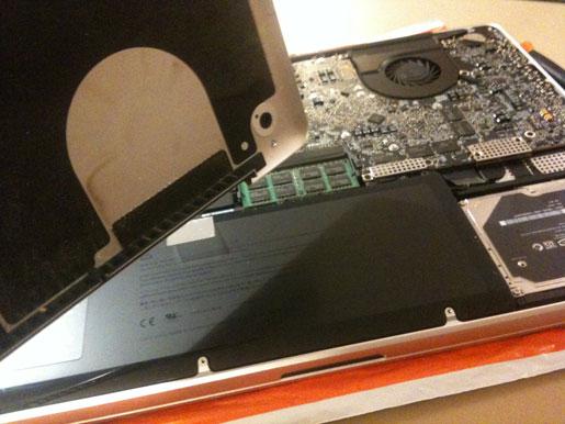 IMG 0810 Upgrade MacBook Pro 17 Unibody a 8 GB di Ram