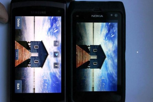 wave2 vs nokia n8 001 500x333 Retina Display non ha niente da invidiare a schermi SuperAMOLED