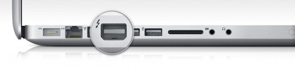 MacBook Pro Early 2011 Thunderbolt port 670x157 Intel annuncia un development kit per Thunderbolt: ci si aspetta una grande diffusione dello standard