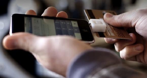 Square MAIN L'iPhone leggerà più carte di credito? Adesso VISA investe in Square.