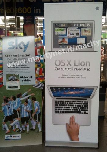 lion standing banner euronics Alcuni negozi italiani si preparano al lancio di Mac OS X Lion