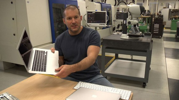 jonathan ive shows unibody macbook in apples hq 580x326 Forbes: Apple è la quinta società più innovativa