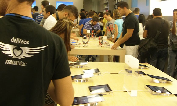 imapst Video Reportage: Inaugurazione Apple Store Campania