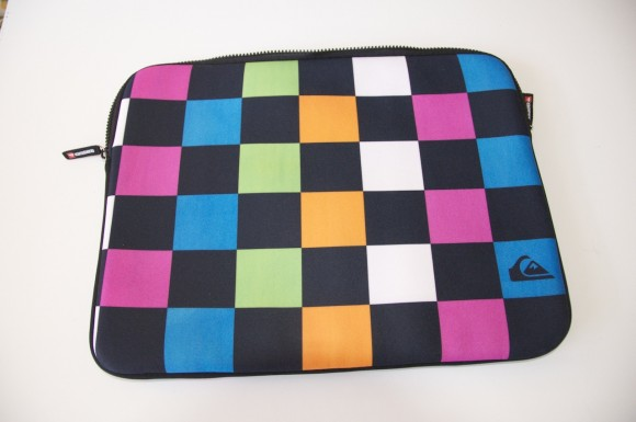 DSC 0001 580x385 Recensione custodia in Neoprene Quiksilver per Macbook Pro