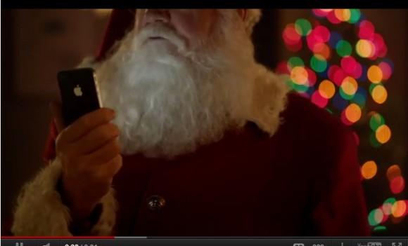 Schermata 12 2455914 alle 21.13.59 580x351 Nuovo Spot natalizio di Apple in cui Babbo Natale ci mostra come utilizzare Siri su iPhone 4S