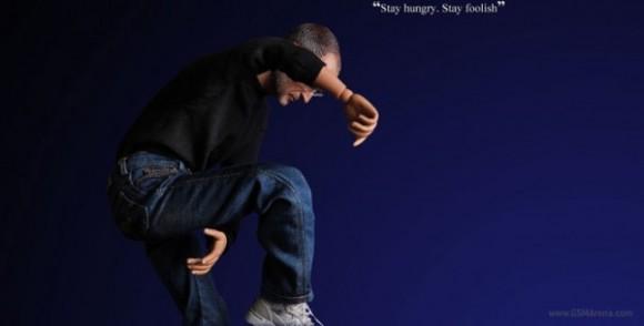 gsmarena 001 2 600x305 580x294 Ufficiale: vendite e produzione vietate per laction figure di Steve Jobs