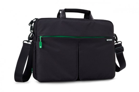 ebony02 580x384 Con Nylon Sling Sleeve porti il tuo macbook dove vuoi