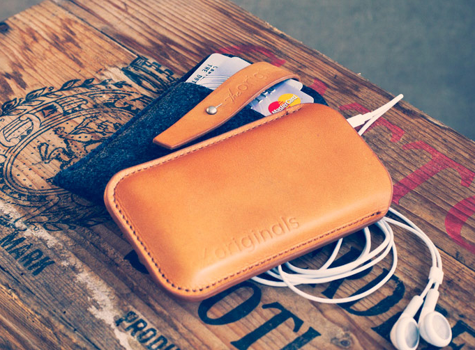 product originals iphonewallet bckgrnd1 Nuovo iPhone, nuova custodia Mujjo creata sui rumor!