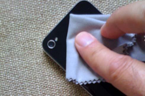 pulire iphone iPhone ricettacolo di germi, come tutti gli smartphone, batte anche un bagno