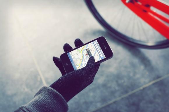 Mujjo touchscreen gloves google maps 580x386 Con i guanti Mujjo puoi usare il touchscreen senza prendere freddo