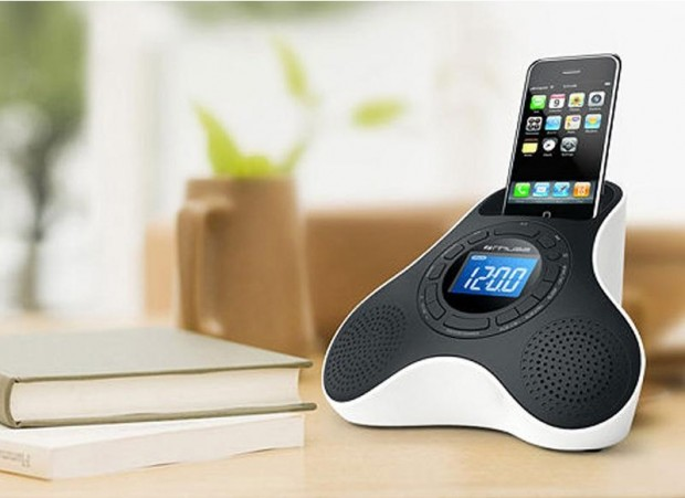 Muse M105 IP iPhone e iPod Dock 03 620x451 La radiosveglia docking station per iPod e iPhone Muse M105 PI in vendita da Electronic Star