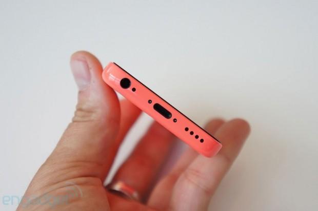 iPhone 5c hands on 02 620x412 Le foto dal vero del nuovo iPhone 5c, fra le mani dei giornalisti