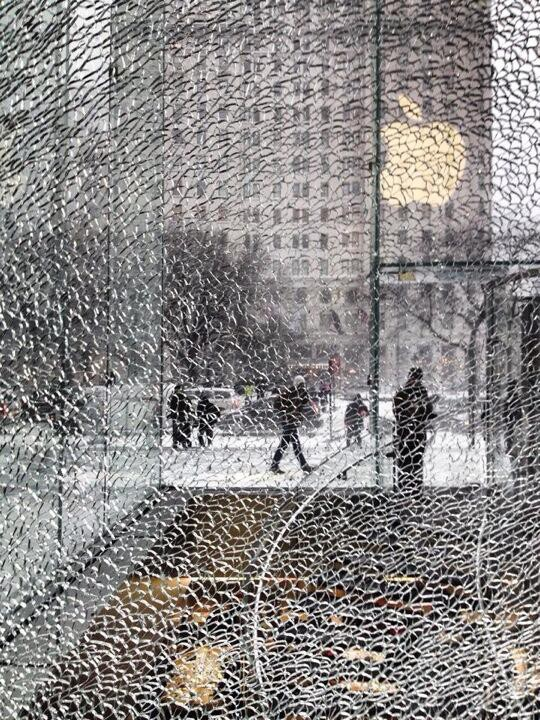 newyork-apple_store_shattered_glass