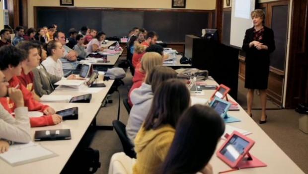 ipadscuole 620x350 Apple: Tim Cook elogia liPad durante una conferenza