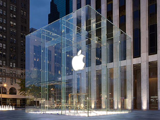 apple store fifth avenue 620x465 Apple: obbligazioni per 12 miliardi di dollari