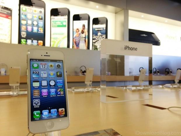 iPhone 5 Apple Store 620x465 LAzienda di Cupertino afferra il 5° posto nella classifica Fortune 500