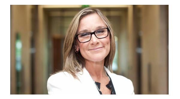 Angela Ahrendts Una nuova strategia per rafforzare la fedeltà per i prodotti Apple