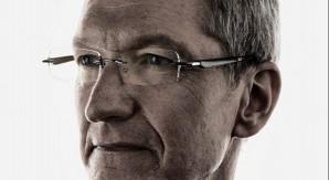 """Tim Cook accetta la sfida di Phil Schiller, """"Ice Bucket Challenge"""" per il CEO di Apple"""