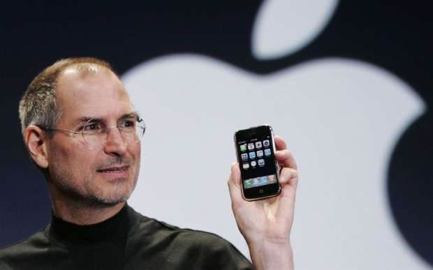 Steve Paul Jobs and his Apple iphone 1280x800 620x387 Eric Schmidt CEO di Google potrebbe avere ragione ma la storia è dalla parte di Apple.
