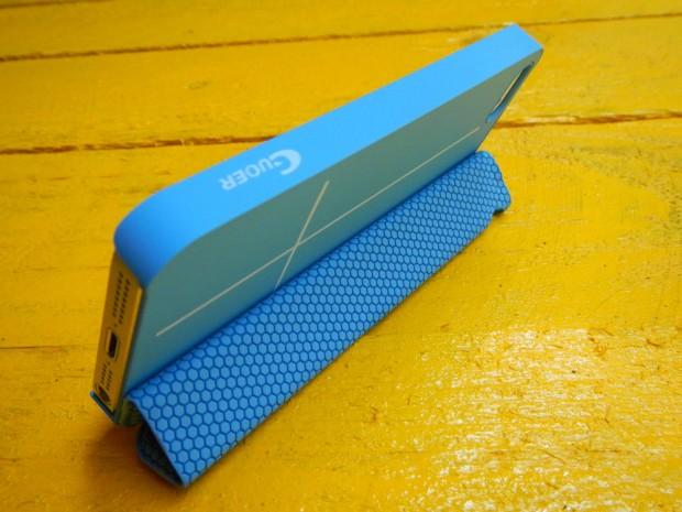 mobilefun3 620x465 Una Custodia Smart Cover magnetica con supporto per iPhone 5s / 5
