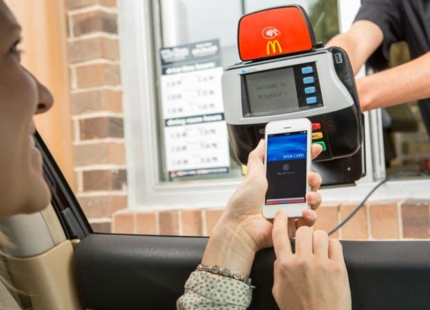 mcdonalds drive apple pay 620x447 Apple Pay recupera una piccola fetta di mercato per quanto concerne i pagamenti digitali tramite NFC con l1% dei pagamenti in dollari nel mese di Novembre