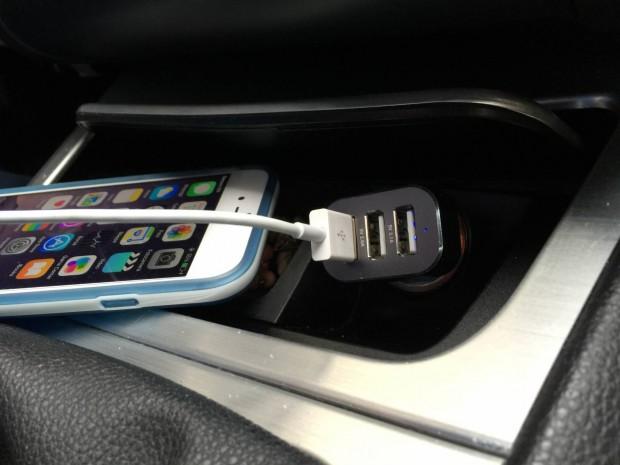 EasyAcc2 620x465 Easy Acc: Caricabtteria da Auto con 3 porte USB in grado di erogare 5.1 A di potenza
