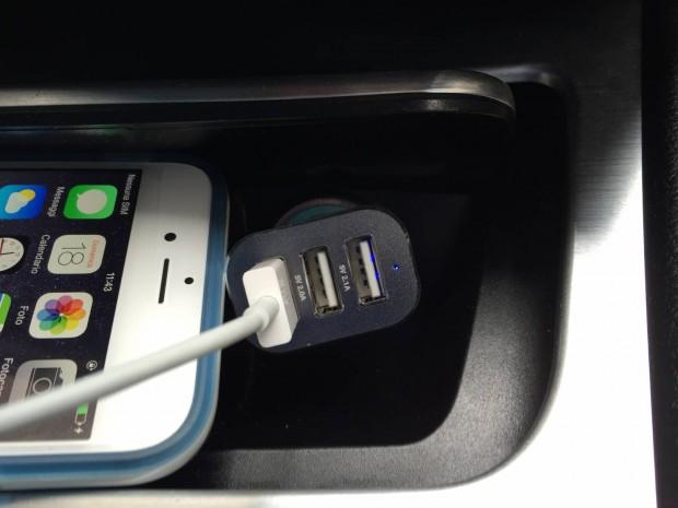 EasyAcc3 620x465 Easy Acc: Caricabtteria da Auto con 3 porte USB in grado di erogare 5.1 A di potenza