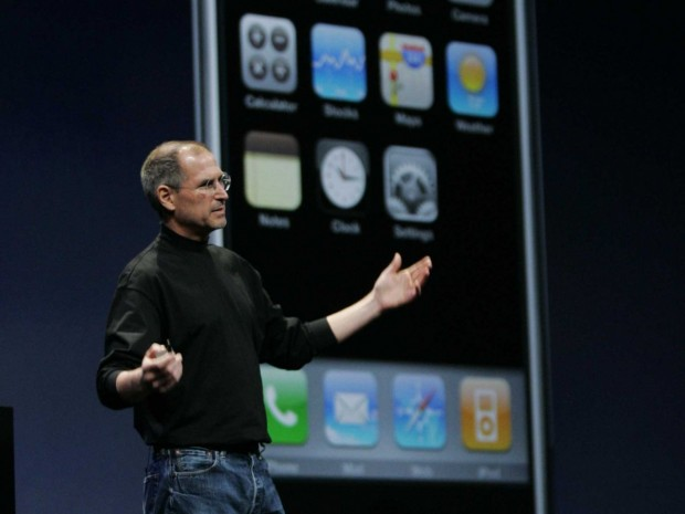 steve-jobs-iphone (1)