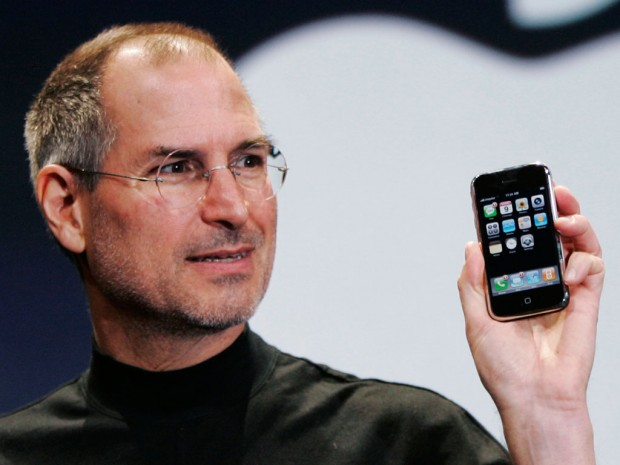 steve jobs iphone 620x465 [Video] Il 9 Gennaio 2007 Steve Jobs presenta il primo iPhone + Video Italiamac