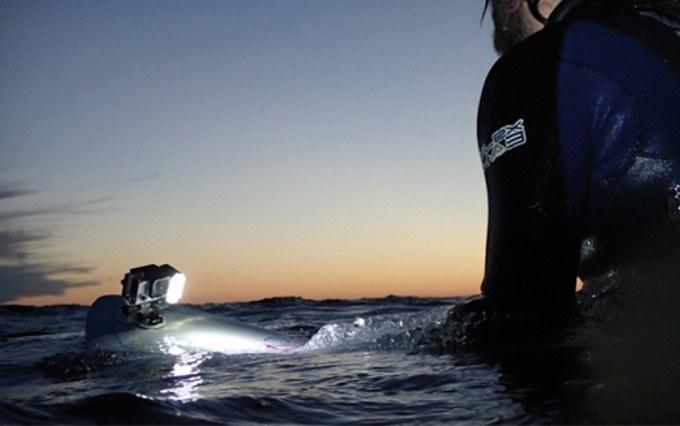 qudos-luce-subacquea-gopro