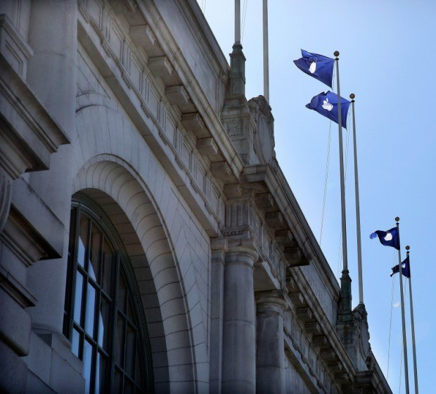 20140904 bill graham 0011 780x705 620x560 Apple aggiunge le sue bandiere al Bill Graham Civic Auditorium