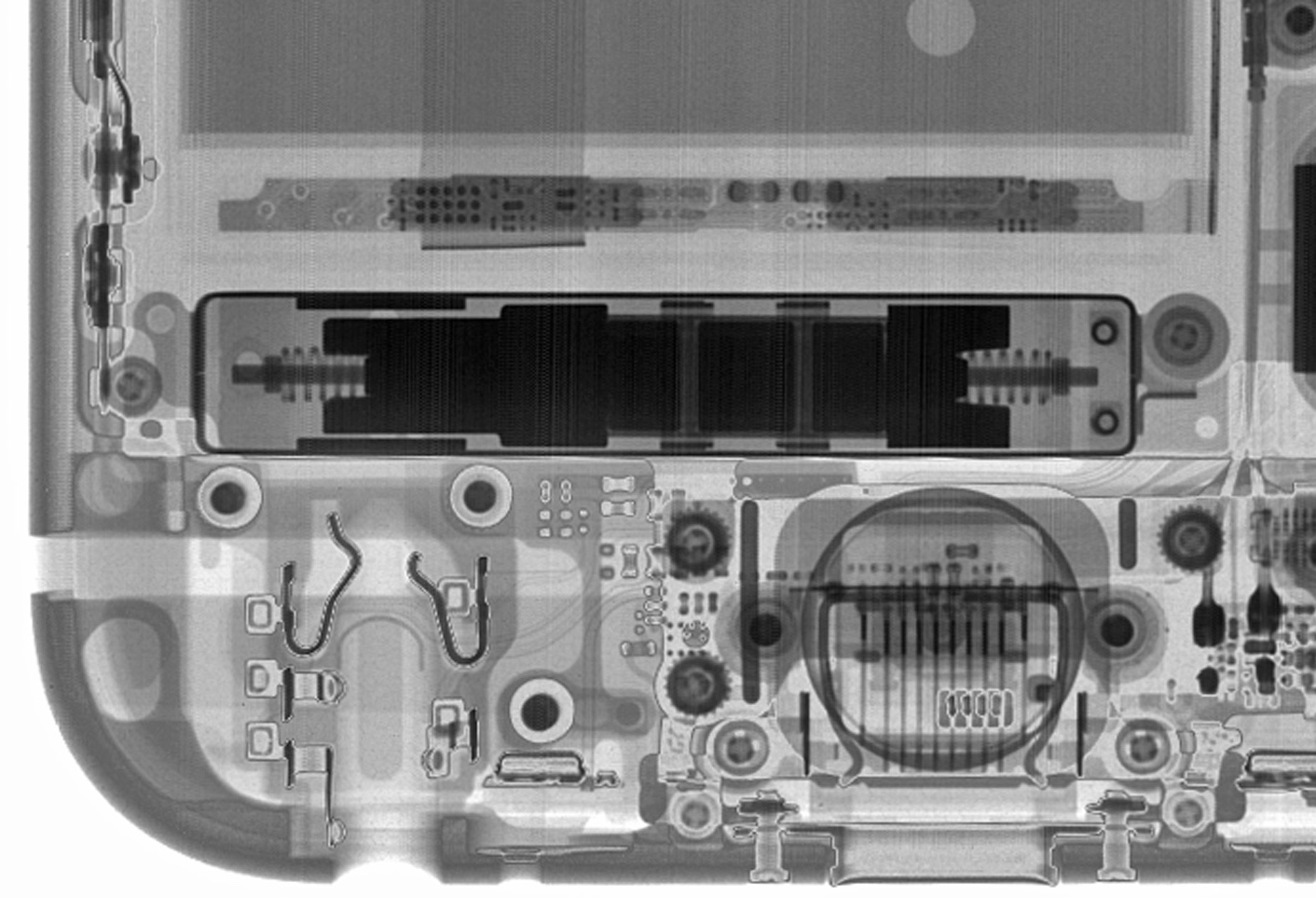 ifixit iphone 6s teardown image 003 taptic engine Disponibile il teardown di iPhone 6s a cura di iFixit