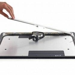 pe4gkbma6epnbmmd 250x250 iFixit smonta lultimo modello di iMac 21.5, annunciato da Apple questa settimana