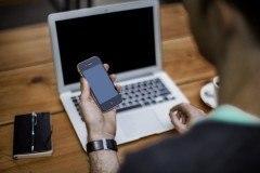 iphone-4-closeup-by-alejandro-escamilla-ringxiety-780x520