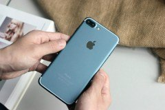 blue-iphone-7-plus-screen-turned-on-1-780x520