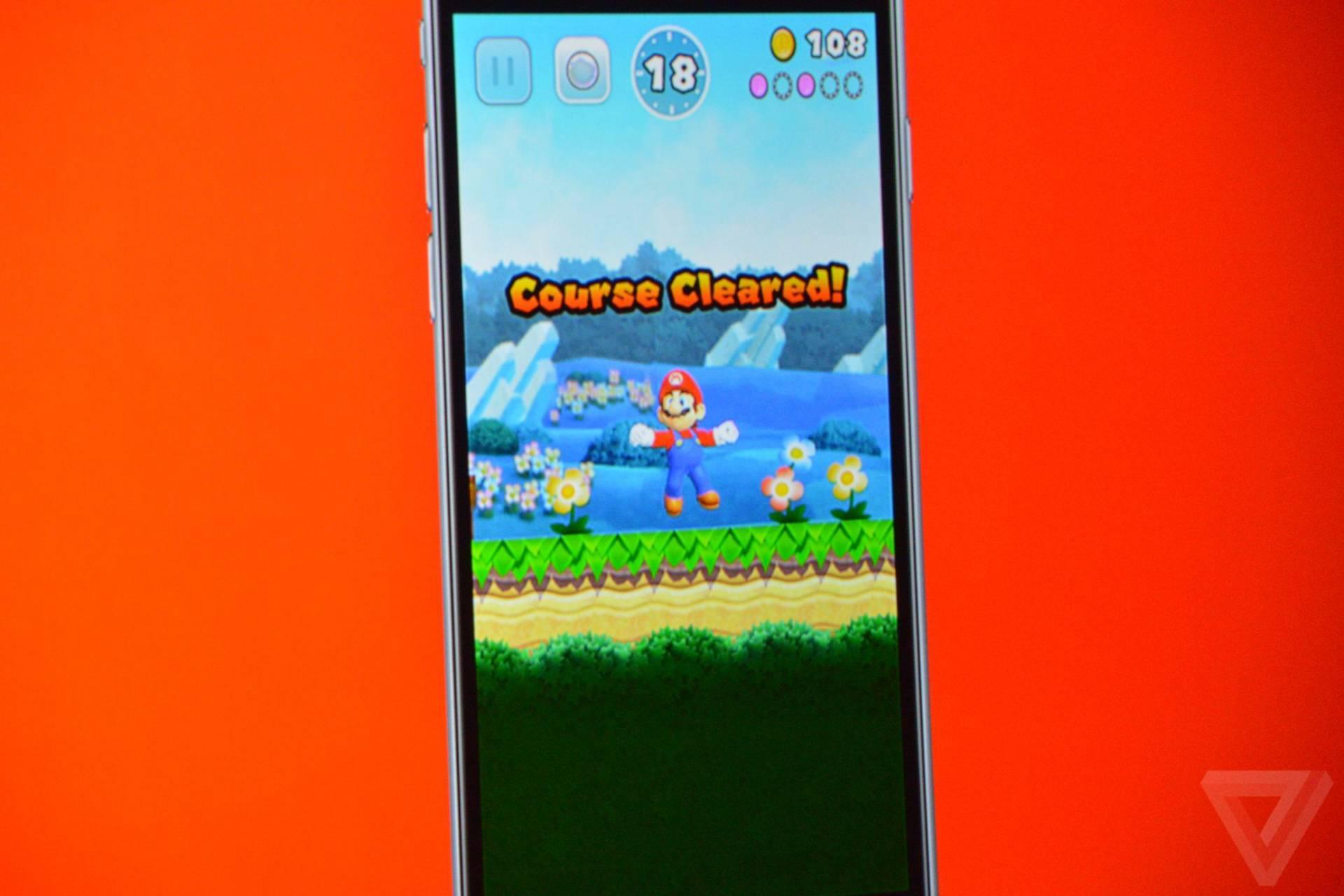 apple iphone watch 20160907 3484 Tim Cook presenta Super Mario per iOS