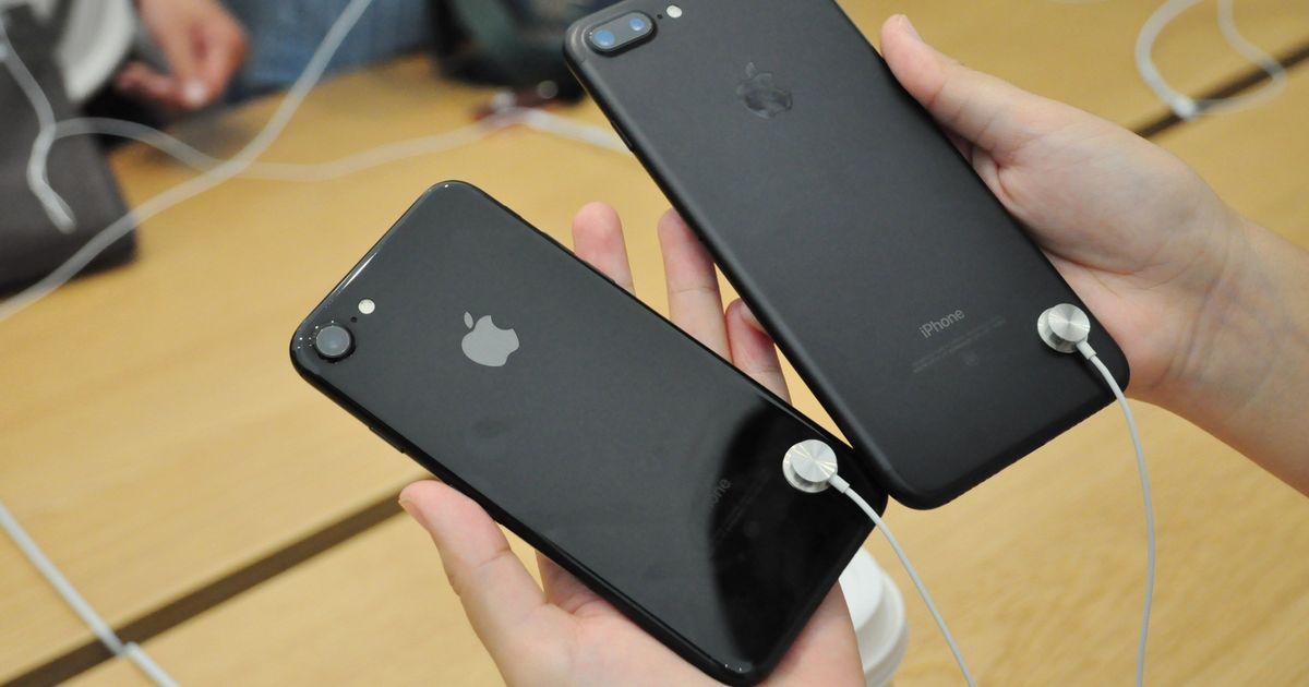 Rimossi i cordoncini di sicurezza negli iPhone da alcuni Apple Store