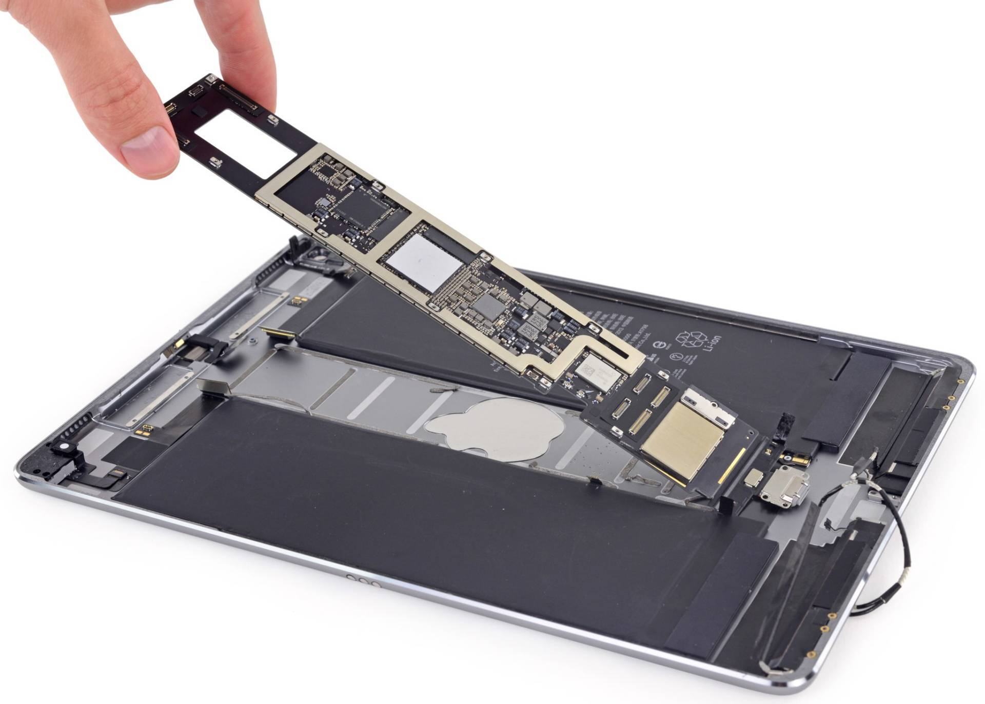 www.italiamac.it 10.5 inch ipad pro ifixit teardown 002 Il teardown di iFixit rivela 4GB di RAM sul nuovo iPad Pro da 10.5 pollici