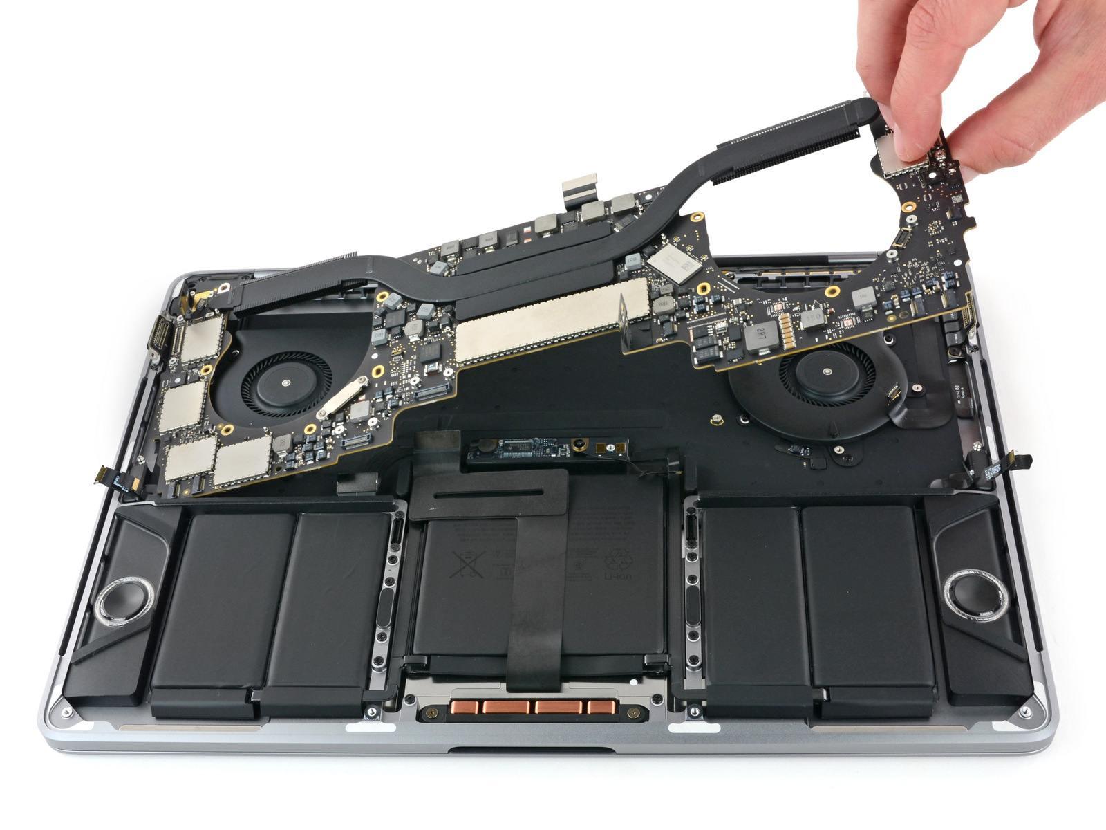 www.italiamac.it weoohyyhd2c2ttb6 iFixit smonta il MacBook Pro 2017 con Touch Bar, ma quanto avrà di nuovo?