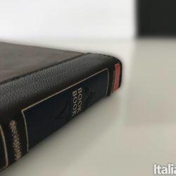 Book Book Vol 2 custodia a libro per MacBook
