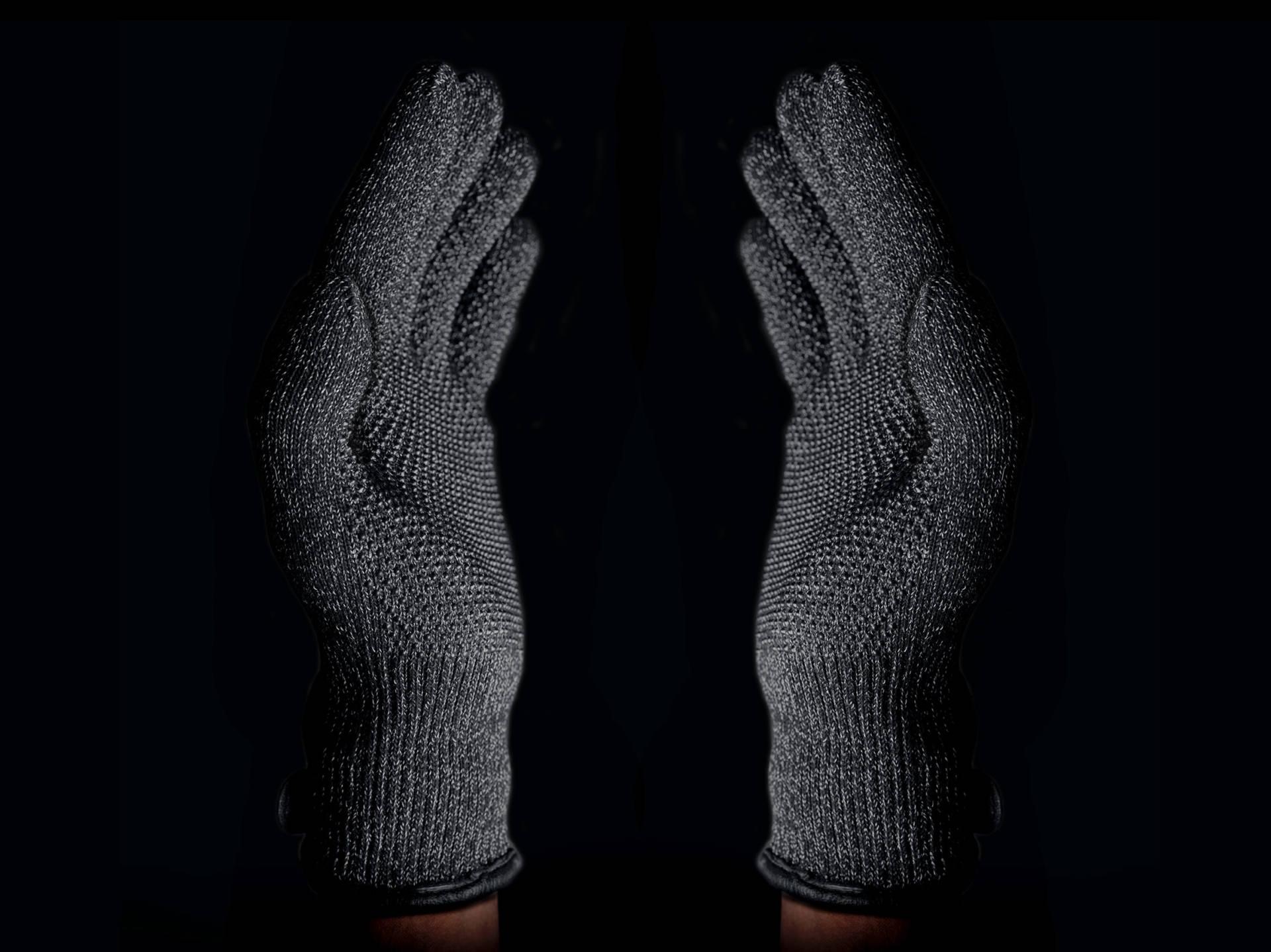 www.italiamac.it guida di natale i 10 prodotti tech sotto i e50 per un regalo perfetto double layered touchscreen gloves 005 Guida Natale: 10 prodotti super tech, ma economici, per fare bella figura